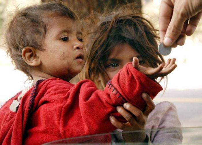 Photo of वास्तव में चौंकाने वाले हैं भारत में गरीबी के ये आंकड़े Facts About Poverty in India