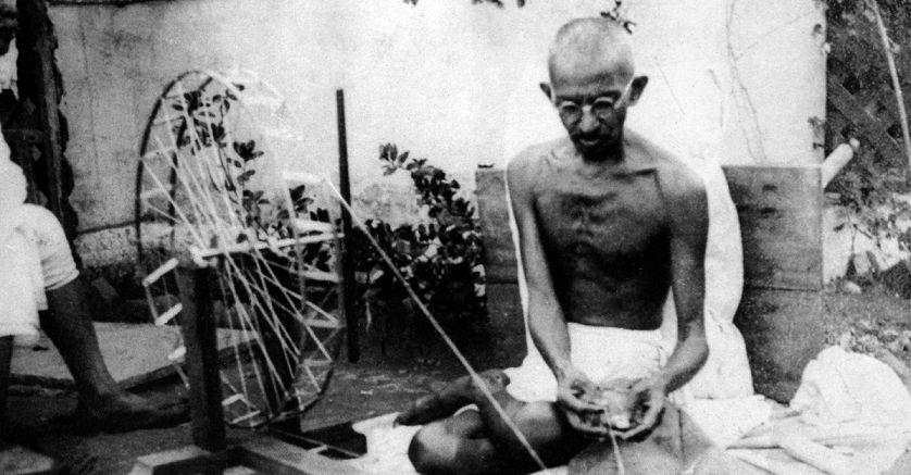 Mahatma Gandhi Apne Charkhe Ke Sath